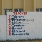 teacher의 의미를 해석해 놓은 마을 벽